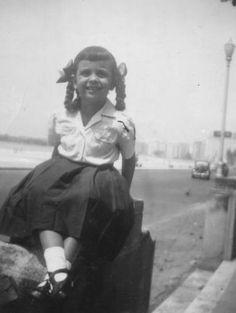 andredecourt's photo from 6/17/04-Março de 1950, início das aulas, minha mãe se prepara para ir ao primeiro dia de aula do primário, está sentada na mureta que separava os jardins do edifício Guarujá da avenida Atlântica . O uniforme é do colégio Melo e Souza, que depois virou o Impacto era localizado na Rua Xavier da Silveira, mas não resistiu a febre dos Apart's no início dos 90 e foi demolido