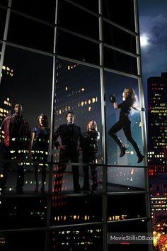 Leverage - Promo shot of Gina Bellman, Timothy Hutton, Christian Kane, Beth Riesgraf & Aldis Hodge