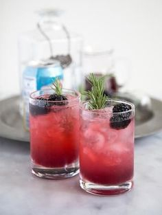 Sip on this Rosemary Blackberry Limonata!