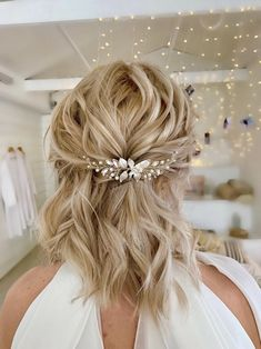 Wedding Hair Down, Wedding Hair Pieces, Wedding Hair And Makeup, Wedding Hair Blonde, Wedding Hair For Short Hair, Short Hair Up, Wedding Party Hair, Winter Wedding Hair, Simple Prom Hair