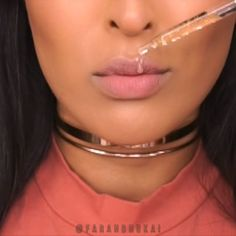 @kyliecosmetics GINGER lip kit @kyliejenner line and shape your lips with the lipliner and to make your liquid lip last much longer, fill your lips in with the liner theennnnn apply your liquid lippie Always exfoliate your lips before you apply ANY lip product - it'll go on much smoother and last much longer and you'll get juicy plump lips ✨24K GOLD DROPS: @farsalicare Rose Gold Elixir #kyliecosmetics #kyliejenner #lipswatch #farsali