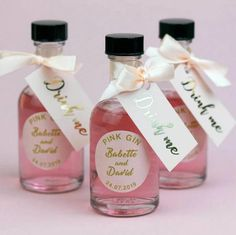 Blush and gold wedding favours for pink gin, miniature bottles with ribbon and gold foil tag. Wedding Favours Gin, Indian Wedding Favors, Creative Wedding Favors, Inexpensive Wedding Favors, Elegant Wedding Favors, Edible Wedding Favors, Wedding Favors For Guests, Drinks Wedding, Indian Weddings