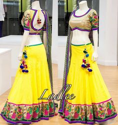 Teardrop open back blouse Choli Designs, Blouse Designs, Indian Skirt, Indian Dresses, Indian Outfits, Lehnga Blouse, Indiana, Indie Mode, Blouse Models