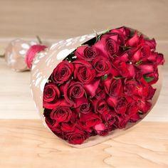 ¡Un detalle que demuestra tu amor! Ramo de 50 rosas rojas. #RosasRojas #FloreríasAZAP