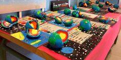 Imagen de un grupo de clase, que ha trabajado las capas de la Tierra con la ayuda de la plastilina. Imagen de http://21siglosdigital.colegiosigloxxi.org/2014/04/capas-de-la-tierra.html