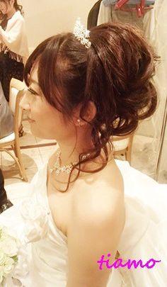 ティアラ×カールアップ♪笑顔がステキな花嫁さま の画像|大人可愛いブライダルヘアメイク『tiamo』の結婚カタログ