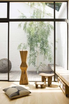 Small courtyard. Warehouse Windsor, Australia by Made By Cohen.