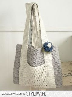 handy way to incorporate the outside pocket on a tote.
