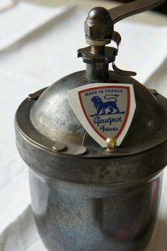 Peugeot/Vintage coffee grinder