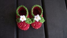 """Very cute Strawberry Booties – A free pattern to crochet 
