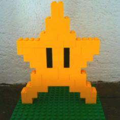 Lego Duplo star from mario bros Lego Mario, Mario Star, Super Mario Birthday, Super Mario Party, Lego Birthday, Lego Duplo, Lego Design, Mario Room, Lego Challenge