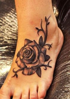 Beauty and Popular Foot Tattoos For Women foot tattoos for women; foot tattoos for girls; foot tattoos for women; foot tattoos for girls; foot tattoos for moms; foot tattoos for best friends Tattoo Designs For Girls, Best Tattoo Designs, Flower Tattoo Designs, Flower Tattoos, Butterfly Tattoos, Neck Tattoos, Body Art Tattoos, Girl Tattoos, Tattoo Girls
