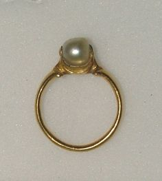 Side view, 16th C pearl ring, Italian