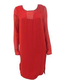 Vestido Rosso  Vestido de gasa tipo túnica. Aberturas en los laterales. Detalle de piel en el cuello color visón.