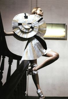 Sculptural Fashion - dress design with spiralling pleats & bold circular silhouette - creative fashion; wearable art // V Magazine editorial