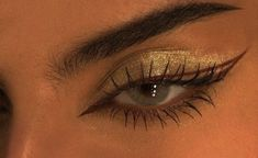 makeup pictures to do glitter eyeshadow makeup makeup Eyeshadow Looks Step By Step eyeshadow Glitter Makeup PICTURES Makeup Eye Looks, Eye Makeup Art, Cute Makeup, Pretty Makeup, Skin Makeup, Eyeshadow Makeup, Glitter Eyeshadow, Eyeshadow Palette, Maybelline Eyeshadow