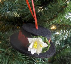 Full Tutorial on how to create this Snowman Hat Ornament! #christmas #thelittlebluehouse
