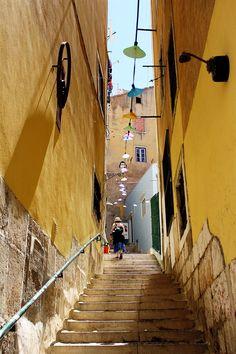 Ruas e ruelas de Lisboa, cheia de história e estórias.