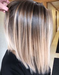 Gorgeous Balayage Hair Color Highlights for Straight Hair in 2019 - - Doris - Frisuren Balayage Straight Hair, Blonde Balayage Highlights, Hair Color Highlights, Ombre Hair Color, Hair Color Balayage, Straight Hair Highlights, Chunky Highlights, Haircolor, Caramel Highlights
