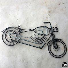 Král+silnic+Drátovaná+motorka,+jako+dárek+k+50.+narozeninám,+za+nápad+děkuji+milé+zákaznici+Možno+přidat+věšák,+pokud+se+vám+nahromadí+klíče+a+vy+jim+chcete+dát+důstojné+místo...+Vyrobeno+z+železného+černošedého+drátu+a+pozinkovaného+drátu,+ošetřeno+olejem+Interiérová+dekorace!+Rozměry:+šířka+30cm+výška+cca+16cm+Můžete+upevnit+pomocí+těchto+kovaných... Tattoos, Tatuajes, Tattoo, Tattos, Tattoo Designs