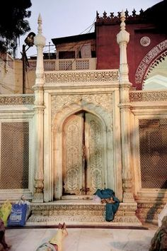 A SILENT PAUSE CAPTURED: A picture of Hazrat Nizamuddin dargah clicked by Shivani Dass is on display at Alliance Francaise de Delhi. The photo exhibition of Sufi shrines ends today.