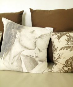 India Hicks is a master at adding personal touches throughout her home in an artful way. I love this photo of her and her daughter Domino on a pillow. @hsn