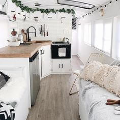 caravan interior 676665912744152910 - Scandinavian style is the perfect style for the bus interiors – a life living in a van means minimal possessions. Source by malia_design Interior Trailer, Bus Interior, Airstream Interior, Vintage Airstream, Vintage Campers, Interior Design, School Bus Tiny House, Bus House, Caravan Makeover