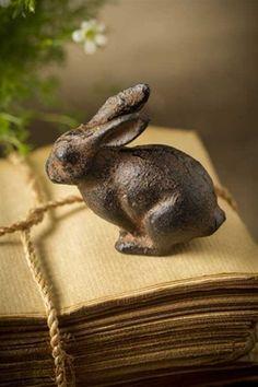 (via Gietijzer Bunny Rabbit door Vagabond Vintage)