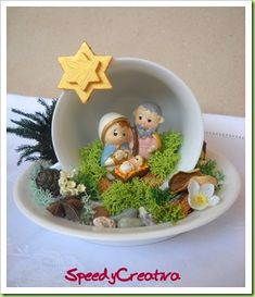 Nativity Scene in tea cup and saucer! Page in spanish, no instructions but looks fairly simple. Nativity Crafts, Christmas Projects, Holiday Crafts, Christmas Holidays, Christmas Decorations, Christmas Ornaments, Nativity Sets, Cup And Saucer Crafts, Teacup Crafts