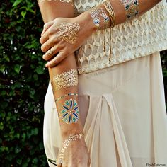 Flash Tattoos Isabella Authentic Metallic Temporary Jewelry Tattoos 4 Sheet Pack (Metallic Gold/blue/green) Includes over 33 premium waterproof floral inspired tattoos Flash Tattoos, Tatoos, Body Tattoos, Indian Colours, Metal Tattoo, Jewelry Tattoo, Temporary Tattoos, Tatting, Body Art