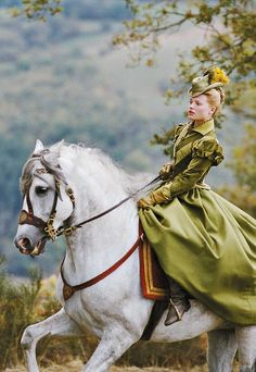 Mélanie Thierry in 'The Princess of Montpensier' Costume design by Alex Fordham. This is an absolutely gorgeous photo. Riding Habit, Side Saddle, Little Buddha, Movies And Series, Elizabeth I, Horse Love, Equestrian Style, Cowgirls, Horse Riding