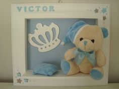 Quadro para maternidade em MDF com urso de pelúcia, personalizado com o nome do bebê. Handmade Frames, Handmade Gifts, Cuadros Diy, Ideas Habitaciones, Kit Bebe, Photo Boxes, Box Frames, Shadow Box, Creative Art