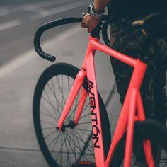 The Aventón Bikes Mataro in Pink Photo Cred: Velo Design, Bicycle Design, Road Bikes, Cycling Bikes, Fixi Bike, Bici Fixed, Mongoose Mountain Bike, Bicycle Painting, Push Bikes