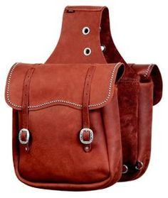 Saddle bags and pommel horn bags for horseback trail riding. Scabbard for saddle and other gear to carry supplies and equipment on the trail. Horse Gear, Horse Tack, Horse Barns, Equestrian Outfits, Equestrian Style, Western Outfits, Riding Hats, Riding Gear, Horse Riding