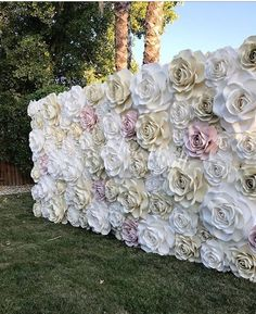 paper roses flower wall flower backdrop Woodland Wedding Ideas Trend 2019 Source by Flower Wall Backdrop, Wall Backdrops, Floral Backdrop, Paper Flower Wall, Giant Paper Flowers, Paper Roses, Flower Wall Wedding, Diy Wedding Backdrop, Paper Flowers Wedding