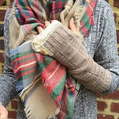 Knitted arm warmers with lace detailing :19.90 #bohochic #bohemian #bohoarmwarmers#bohemianmittens#bohochick