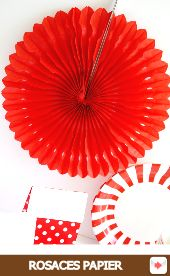 Rosaces en Papier rouge #red #rouge #circus #cirque #party #birthday #sweettables #anniversaire #partyideas