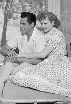 Lucille Ball and Desi Arnaz * I Love Lucy¨ Classic Hollywood, Old Hollywood, Hollywood Couples, Hollywood Images, Hollywood Icons, Hollywood Celebrities, Celebrity Couples, Hollywood Glamour, Hollywood Actresses