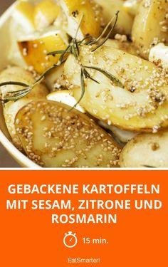 Gebackene Kartoffeln mit Sesam, Zitrone und Rosmarin - smarter - Zeit: 15 Min. | eatsmarter.de