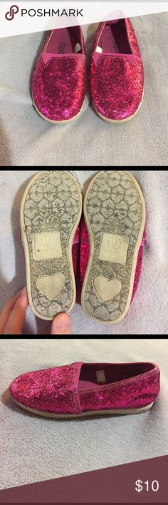 Cute sparkle hot pink shoes Used but in great condition size 9 kids slip on shoes. The sparkles still look good. Circo Shoes Sneakers