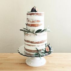 For an engagement party today, though wouldn't it be perfect for an intimate wedding as well? Definitely topping the list as one of my new favorites! olive branches and fresh figs on a vanilla and lemon cake
