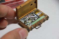 Pinturas♡ ♡ By Shu & Kiyo in Nao Colle Miniature Tutorials, Miniature Crafts, Miniature Food, Artist Workshop, Tiny Tiny, Mini Things, Mini Handbags, Space Crafts, Art Plastique