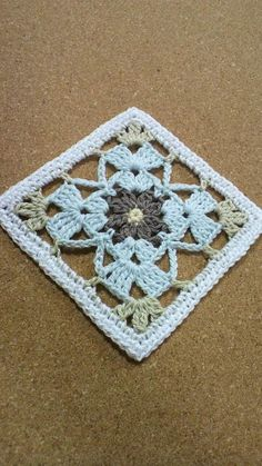 Mini-quilt society 37 Images of thread rolling Crochet Quilt, Crochet Blocks, Crochet Motif, Crochet Doilies, Crochet Stitches, Knit Crochet, Granny Square Crochet Pattern, Crochet Squares, Crochet Granny