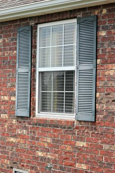 An easy step by step guide on how to paint your shutters! Cheap, quick, and easy- my kind of DIY project! House Shutters, Diy Shutters, Interior Shutters, Wooden Shutters, Black Shutters, Paint Vinyl Shutters, Painting Shutters, House Painting, Painting Tips