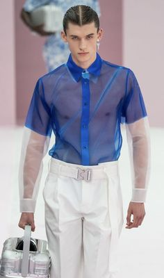 From the runway to the. Mens Athletic Fashion, High Fashion Men, Queer Fashion, Androgynous Fashion, Fashion Week, Mens Fashion, Fashion Outfits, Fashion Trends, Paris Fashion