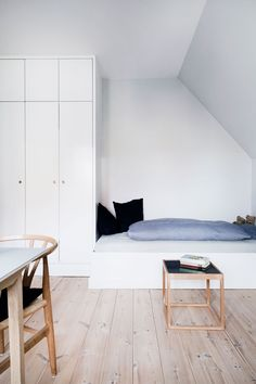 Hvid garderobe Millionaire Mansion, New Room, Room Inspiration, Guest Room, Kids Room, Sweet Home, Mansions, Storage, Attic