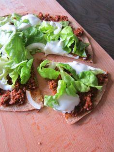 Lekker snel klaar: Tortillapizza met gehakt!
