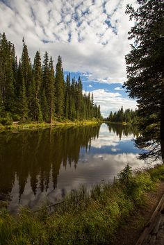Lake Reflection | Rocky Mountain National Park Estes Park, Colorado, USA. xti photography