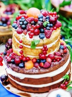 Check out these stunning summer wedding cakes that will be a sweet finish Bolos Naked Cake, Naked Cakes, Summer Wedding Cakes, Wedding Sweets, Berry Wedding, Beautiful Cakes, Amazing Cakes, Berry Cake, Gift Cake