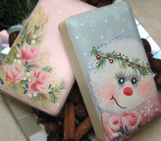 Puddles of Paint ~ View Winter/Christmas Packets Painted Pavers, Painted Bricks, Brick Crafts, Stone Crafts, Decoupage, Brick Art, Decorative Soaps, Pintura Country, Country Paintings